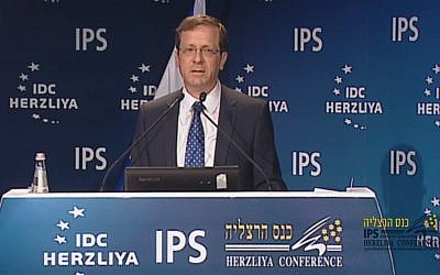 Zionist Union leader Isaac Herzog speaks at the Herzliya Conference, June 7, 2015. (Screen capture: Herzliya Conference)