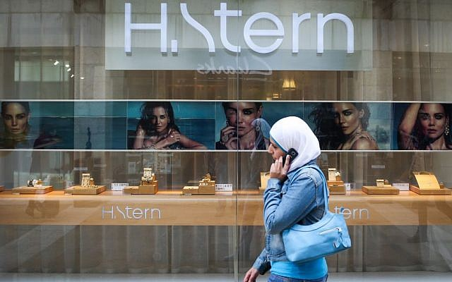 A woman wearing a Muslim headscarf in Jerusalem, April 23, 2013. (Nati Shohat/Flash90)