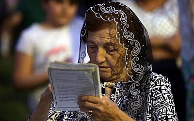 An Iraqi Christian woman, who fled the violence in the northern Iraqi city of Mosul, attends a mass celebrating the coronation of the Virgin Mary, on May 31, 2015 in Arbil, the capital of the Kurdish autonomous region in northern Iraq. (AFP Photo/Safin Hamed)