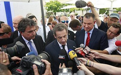Nicolas Sarkozy (center), flanked by reporters and MK Erel Margalit (right) on a visit to the offices of Jerusalem Venture Partners, June 8, 2015. (Courtesy)