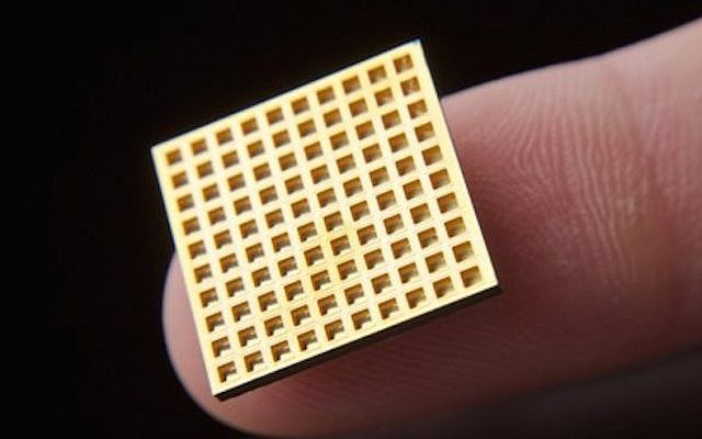 A Microchips Biotech chip (Courtesy)