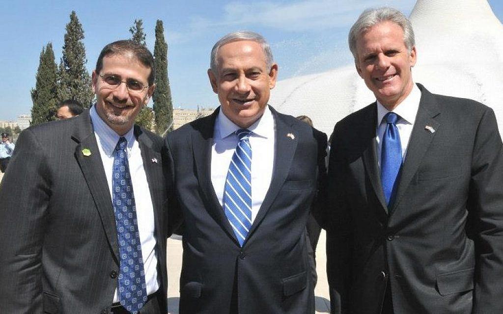 Michael Oren with Prime Minister Benjamin Netanyahu and US Ambassador Dan Shapiro in Jerusalem during President Barack Obama's visit to Israel in March 2013 (Facebook)