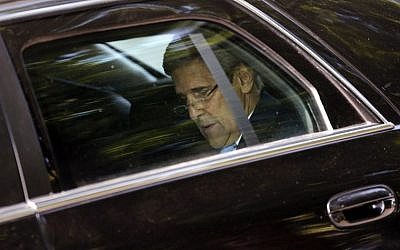 US Secretary of State John Kerrysits inside of his limousine as he leaves his hotel on the way to mass at the St Stephen's Cathedral in Vienna, Austria July 12, 2015 where the Iran nuclear talks meetings are being held.  (AFP / POOL / CARLOS BARRIA)