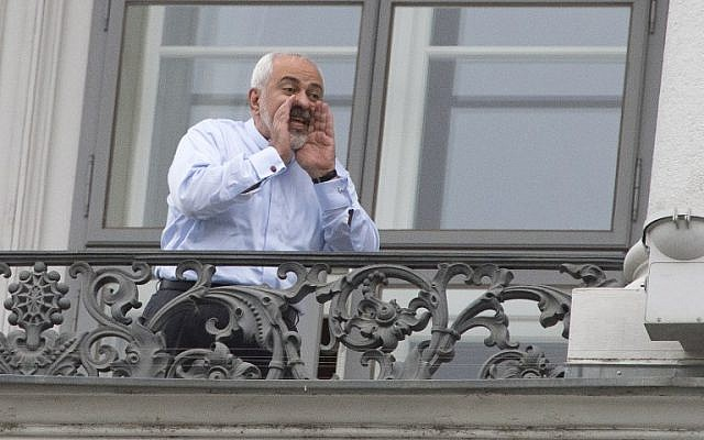 Iranian Foreign Minister Mohammad Javad Zarif shouts from a balcony of the Palais Coburg Hotel where the Iran nuclear talks meetings were held in Vienna, Austria on July 13, 2015. (AFP/JOE KLAMAR)