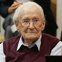 Former Nazi SS officer Oskar Groening listens to the verdict of his trial on July 15, 2015 at court in Lueneburg, northern Germany. (AFP / POOL/ AXEL HEIMKEN)
