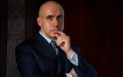 Russian Jewish entrepreneur and co-founder of the Breakthrough Prize, Yuri Milner, attends a press conference in London on July 20, 2015, where he and British cosmologist Stephen Hawking announced the launch of Breakthrough Listen Initiative, a new effort to detect intelligent life in the cosmos. (AFP photo/Niklas Halle'n)