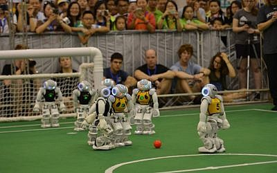 Robots compete in a football match during the RoboCup 2015 in Hefei, east China's Anhui province, on July 22, 2015. (AFP PHOTO)