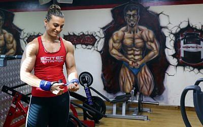 Bahraini female bodybuilder and personal trainer Haifa al-Musawi prepares to train at a gym in Dubai on June 26, 2015 (AFP PHOTO / MARWAN NAAMANI)