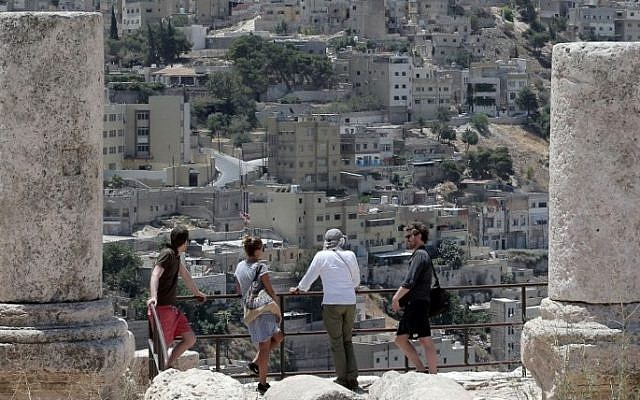A general view taken on June 30, 2015 shows tourists visiting the ruins Jabal Al-Qala'a (The Castle Mountain) in the Jordanian capital, Amman. (AFP PHOTO / KHALIL MAZRAAWI)