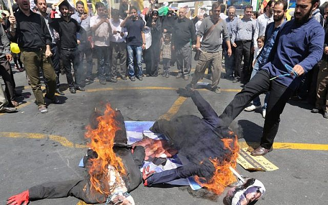 Iranian protesters set dummies depicting US President Barack Obama (R) and Israeli Prime Minister Benjamin Netanyahu on fire on top of an Israeli flag during a demonstration to mark the Quds (Jerusalem) International day in Tehran on July 10, 2015. (AFP PHOTO / ATTA KENARE)