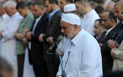 Hamas leader Ismail Haniyeh takes part in the Eid al-Fitr prayer early on July 17, 2015 (Mahmud Hams/AFP)
