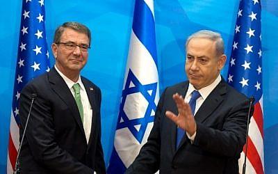 US Defence Secretary Ashton Carterand Israeli Prime Minister Benjamin Netanyahu ahead of their meeting in Jerusalem, on July 21, 2015. (AFP photo/Pool/Menahem Kahana)