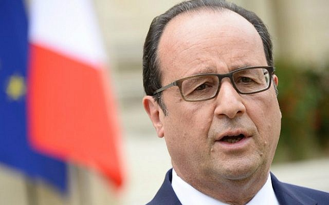 French President Francois Hollande makes a statement in front of Cote d'Or and Bourgogne prefecture on July 23, 2015 in the central eastern city of Dijon after a meeting with leaders of farmers unions and public investors. (AFP Photo/Bertrand Guay)
