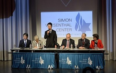 Hikaru Kimura, third from left, a Mitsubishi Materials Corp. senior executive, stands as he apologizes to James Murphy, second right, a US World War II prisoner of war who was used for slave labor during WWII, at the Simon Wiesenthal Center's Museum of Tolerance, Los Angeles, July 19, 2015. (AFP/ROBYN BECK)