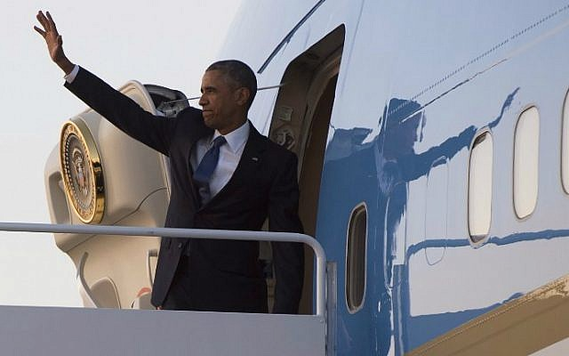 US President Barack Obama boards Air Force One at the Andrews Air Force Base in Maryland, July 23, 2015, for a 5-day trip to Kenya and Ethiopia. (AFP/Saul Loeb)