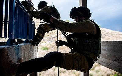 An IDF counterterrorism unit trains in neutralizing terrorists who have taken control of a building. (IDF Spokesperson)