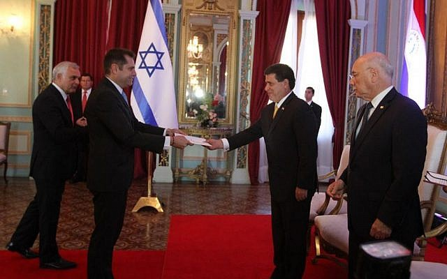 Israeli ambassador to Paraguay Peleg Levy submits the charter to reopen the Israeli embassy to President Horacio Cartes on July 27, 2015 (Courtesy Foreign Ministry)