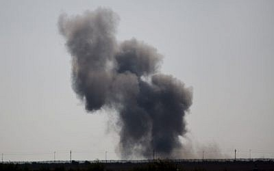 Smoke rises following an explosion in Egypt's northern Sinai Peninsula, as seen from the Israel-Egypt border, near Kerem Shalom in southern Israel, July 1, 2015. (AP/Ariel Schalit)