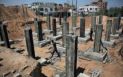Palestinian workers rebuilding a house as reconstruction begins in the Shejaiya neighborhood of Gaza City, July 23, 2015. (AP/Khalil Hamra)