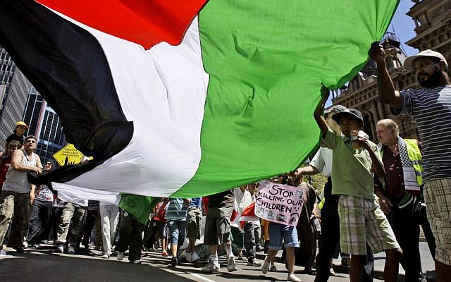 Members of the Palestinian community and their supporters rally in central Sydney, Jan. 18, 2009 (AP Photo/Rick Rycroft, File)
