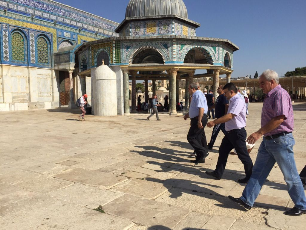 Arab mks plan to defy ban visit temple mount on ramadan the knesset members from the joint arab list walk outside the dome of the rock kristyandbryce Images