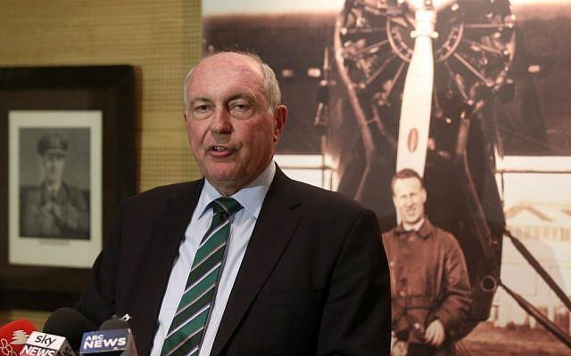 Australian Deputy Prime Minister Warren Truss makes comments at Sydney Airport in Sydney, July 30, 2015. (AP/Rick Rycroft)