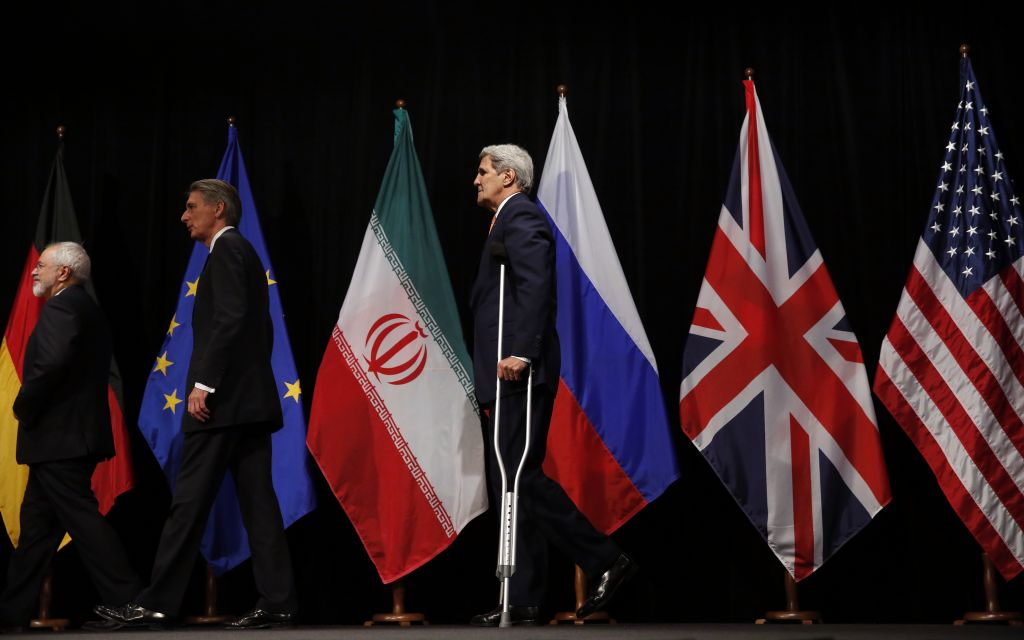 US Secretary of State John Kerry, right, British Foreign Secretary Philip Hammond, center, and Iranian Foreign Minister Mohammad Javad Zarif, left, leave the stage after a group picture at the Vienna International Center in Vienna, Austria Tuesday July 14, 2015.  (Carlos Barria, Pool Photo via AP)