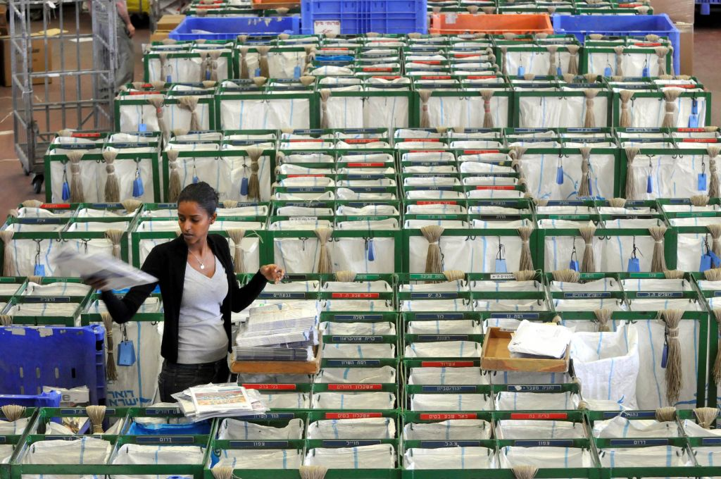 A postal service sorting hall in Tel Aviv (Photo credit: Yossi Zeleger/Flash 90)