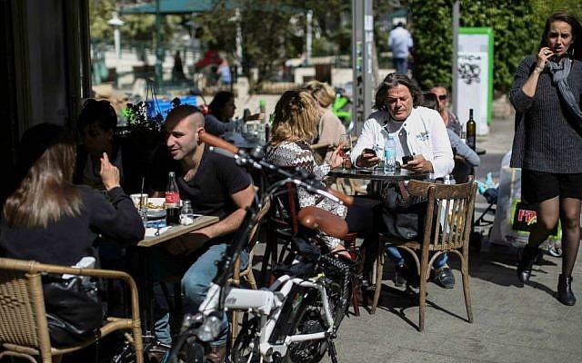 Illustrative photo of Israelis sitting at a Tel Aviv cafe. (Hadas Parush/Flash90)