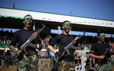 Palestinian youths take part in a graduation ceremony after being trained at Hamas-run 'pioneers of liberation' camps in Khan Yunis in the southern Gaza Strip, January 29, 2015. (Abed Rahim Khatib/Flash90)