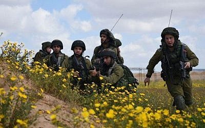 Illustrative: Soldiers training on the Gaza border on March 22, 2015. (IDF Spokesperson's Unit)