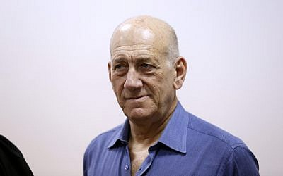 Former prime minister Ehud Olmert arrives in court in Jerusalem on May 25, 2015. (David Vaaknin/POOL)