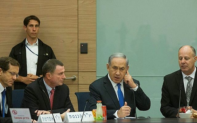 Prime Minister Benjamin Netanyahu (2R), chairman of the Israeli parliament Yuli Edelstein (2L), head of opposition Isaac Herzog (L) and head of the Foreign Affairs and Defense committee, Tzachi haNegbi (R) attend a committee meeting on June 29, 2015. (Miriam Alster/FLASH90)