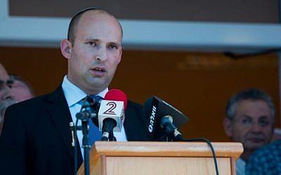 Education Minister Naftali Bennett speaks during the funeral of Malachy Moshe Rosenfeld at Kochav HaShahar settlement in the West Bank,  July 1, 2015. (Yonatan Sindel/Flash90)