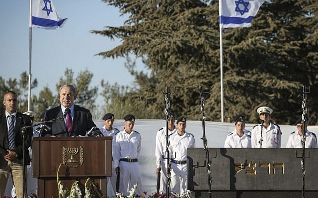 Prime Minister Benjamin Netanyahu speaks during a memorial ceremony marking 111 years since the death of Zionist leader Theodor Herzl, on Mount Herzl, Jerusalem,  July 7, 2015. (Hadas Parush/Flash90)