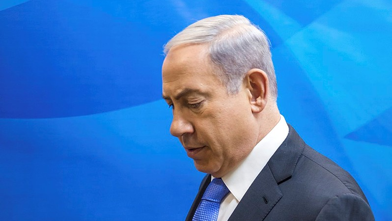 Prime Minister Benjamin Netanyahu arrives to the weekly government conference at his Netanyahu's office in Jerusalem on July 19, 2015. (Emil Salman/POOL)