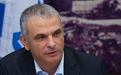 Finance Minister, Moshe Kahlon at the Ministry of Finance in Jerusalem, July 20, 2015. (Yonatan Sindel/Flash90)