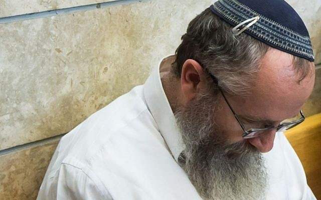 Rabbi Ezra Steinberg who is suspected of sexual abuse against several women is seen at the courtroom of the Kiryat Shmona Magistrate's Court on July 21, 2015. (Basel Awidat/Flash90)