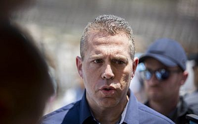 Minister of Internal Security Gilad Erdan during a visit to the Western Wall in Jerusalem's Old City, July 31, 2015 (Yonatan Sindel/Flash90)