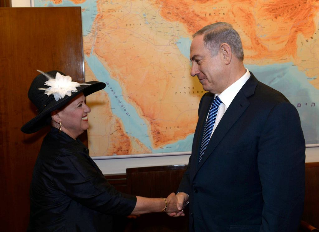 Prime Minster Benjamin Netanyahu meets Esther Pollard, the wife of US-Israeli spy Jonathan Pollard, at the Prime Minister's Residence in Jerusalem, June 29, 2015 (Amos Ben Gershon/PMO, courtesy)