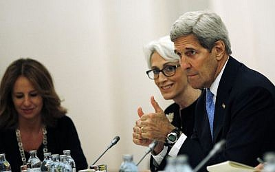 US Secretary of State John Kerry and US Under Secretary for Political Affairs Wendy Sherman, center, meet with foreign ministers and representatives of Germany, France, China, Britain, Russia and the European Union during the current round of nuclear talks with Iran, being held in Vienna, Austria July 10, 2015 (Carlos Barria/Pool via AP)