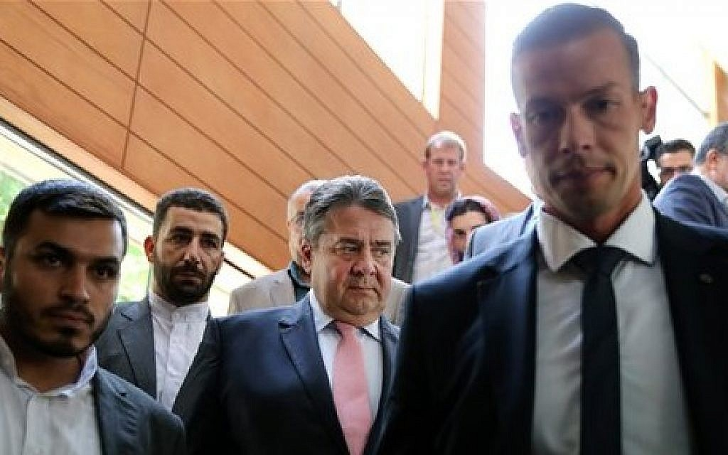 German Vice Chancellor and Economy Minister Sigmar Gabriel, center, makes his way to a conference after a round of talks with Iranian Oil Minister Bijan Zanganeh in Tehran, Iran, July 20, 2015 (AP Photo/Ebrahim Noroozi)