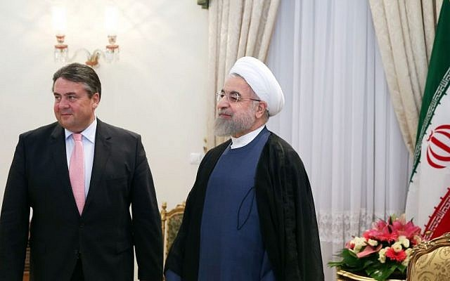German Vice Chancellor and Economy Minister Sigmar Gabriel, left, stands with Iran's president Hassan Rouhani at his office in Tehran, Iran, July 20, 2015 (AP Photo/Ebrahim Noroozi)
