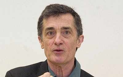 Tony Award-winning Welsh-born actor and director Roger Rees in May 24, 2006. (AP Photo/Jim Cooper, File)