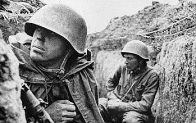 Illustrative photo of soldiers in the trenches on the Leningrad front before an offensive, 1 September 1941 (RIA Novosti archive/Vsevolod Tarasevich/Wikimedia/CC BY-SA 3.0)