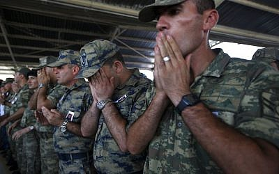 File: Turkish soldiers pray during the funeral of slain soldier Mehmet Yalcin Nane, killed om July 2015 by IS militants when they attacked a Turkish military outpost at the border with Syria, in the town of Gaziantep, southeastern Turkey, Friday, July 24, 2015. (AP/Emrah Gurel)