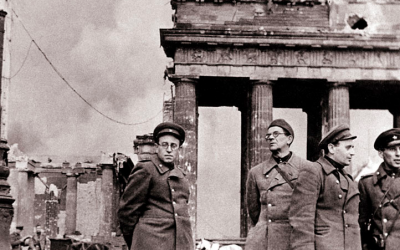Vasilii Grossman (on left), a famous Soviet Jewish writer and journalist. (Courtesy Yad Vashem)