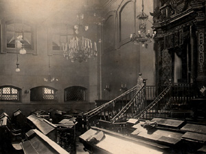 The Holy Ark of the Great Synagogue in Vilna, 1920-1930. (Wikimedia/public domain)
