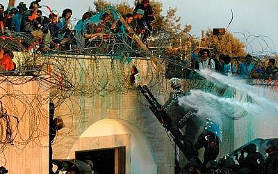 Israeli soldiers prepare to remove settlers from a roof at the settlement of Kfar Darom in the Gaza Strip, August 2005. (Photo by Yossi Zamir/Flash90)