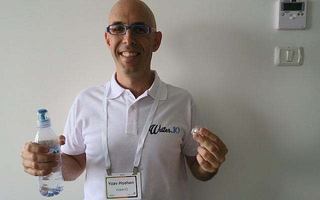 """Yoav Hoshen of WaterIO holds one of his company's """"connected"""" bottles. His company is looking to join The Kitchen incubator, June 25 2015 (Courtesy)"""
